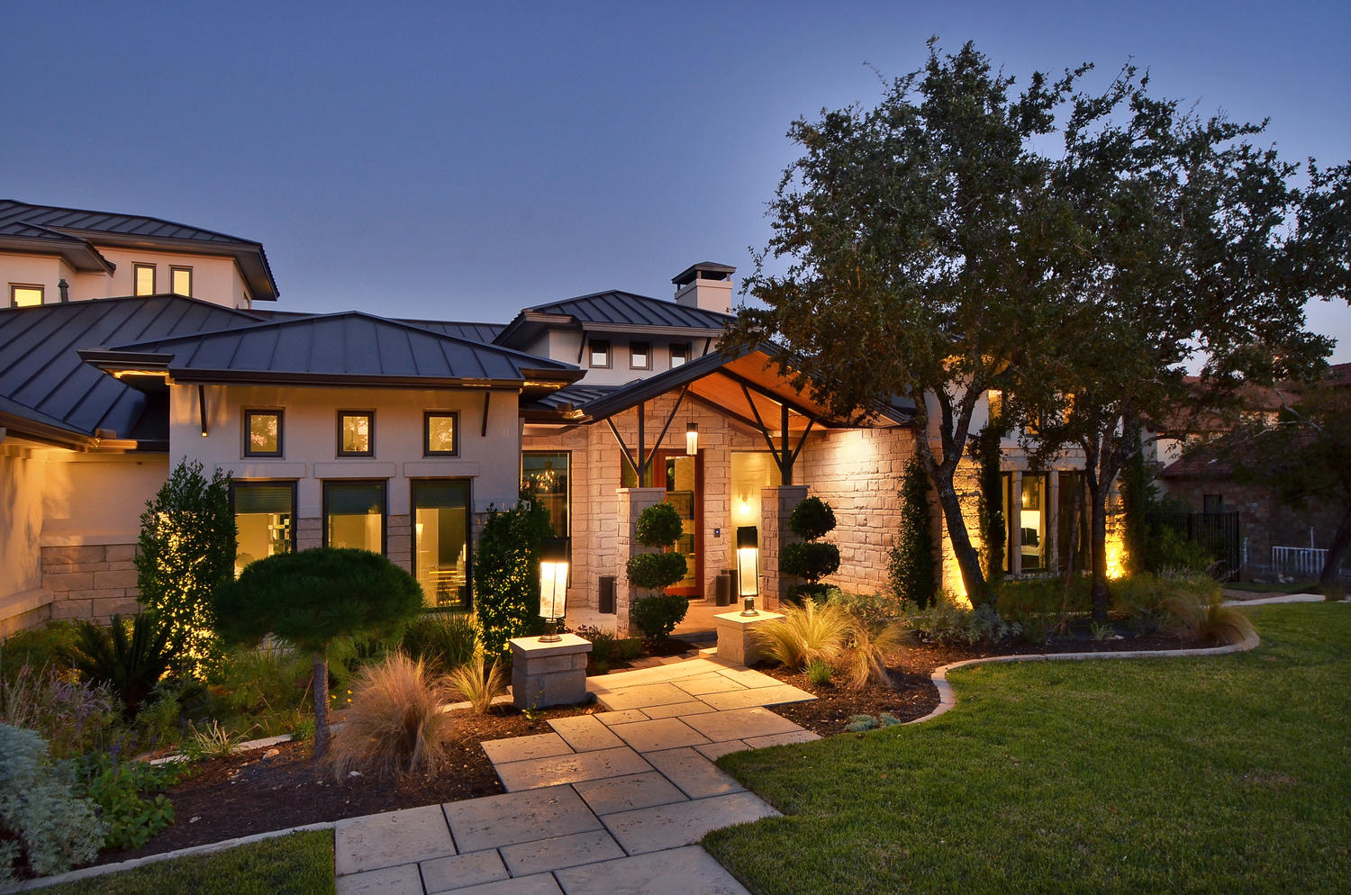 Spanish oaks contemporary hill country geschke for Hill country house plans luxury